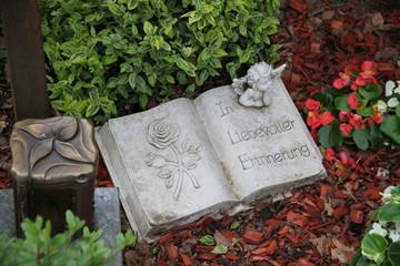 Friedhof - In liebevoller Erinnerung