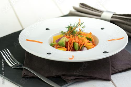 salade d'été assiette moderne 2