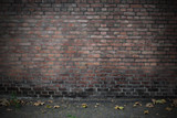 Fototapety Hintergrund –Schulhof Ziegelsteinmauer vertikal