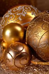 Goldenen Weihnachtskugeln