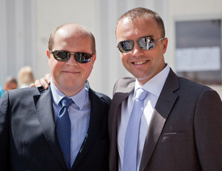Deux amis en costume