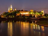 Zamek Wawelski i Wisła nocą