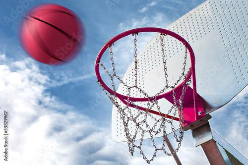 canasta de baloncesto y pelota.Fondo de deportes - 53829967