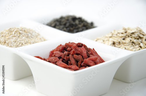 Goji, green tea, oat bran and oat flakes