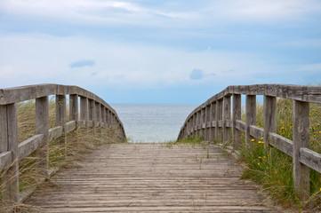 Brücke über die Dünen zum Strand