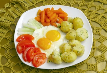 scrambled eggs and vegetable as vegetarian dinner meal