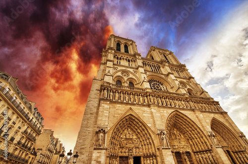 Paris. Beautiful view of Notre Dame Cathedral - 53853341
