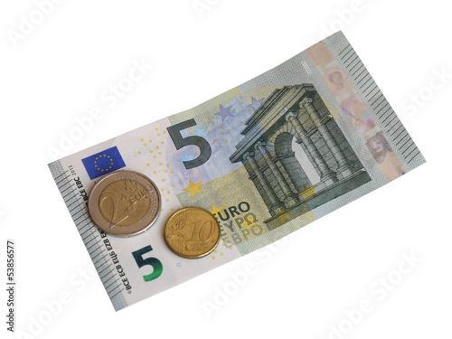 Монеты и новая банкнота в 5 евро.