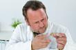 chemiker untersucht abklatschprobe