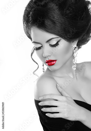 Beautiful woman with bright make-up. Jewelry and Beauty. Fashion