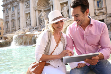 Couple in Rome using pad by the Trevi Fountain