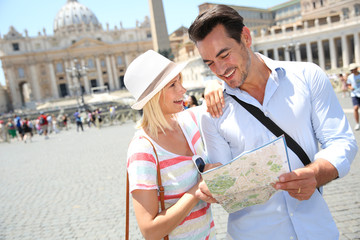 Couple reading map by Saint Peter basilica of Rome