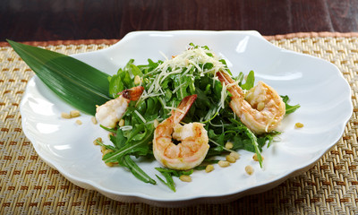 arugula salad with prawn