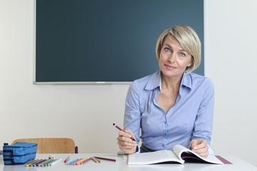 Lehrerin im Klassenraum