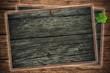 Blackboard, Holztafeln mit Kleeblatt