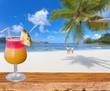 cocktail sur plage de rêve aux Seychelles