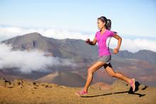 Weiblich Laufsportler - eine Frau Trailläufer