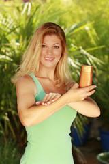 Sonnenschutz - Haut eincremen - sunprotection