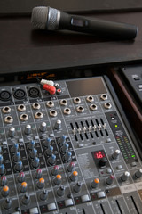 Professional microphone and line mixer with effects
