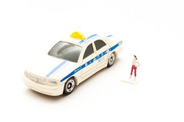 タクシーと女性