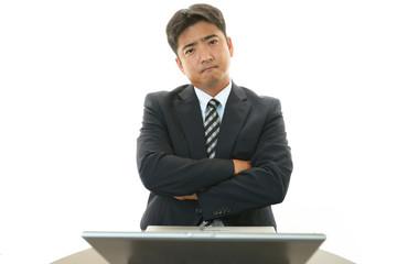 憂鬱な表情のビジネスマン