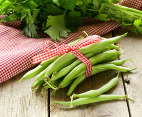 fresh green bean pods (peas, beans)