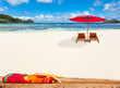 immense plage déserte aux Seychelles