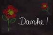 Schultafel mit Zeichnung, Blumen und Text, Danke