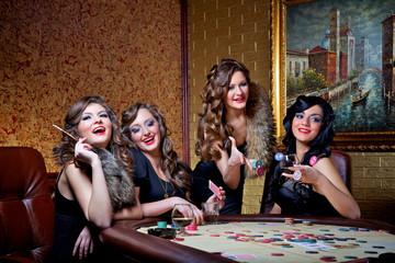 girls play poker
