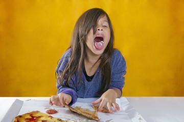 Niña repudia el sabor de una Pizza