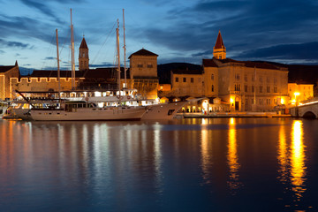 Night view of Trogir