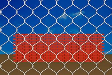 Mauerziegel hinter einem Maschendrahtzaun - 3D