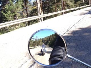 Viaje en moto por carretera