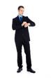 Business Mann im schwarzem Anzug blickt auf Uhr