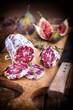 Salami mit Feigen und Thymian