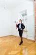 Vermieter bewirbt Wohnung mit einer Flüstertüte