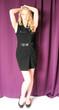Schönheit im schwarzen Kleid