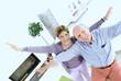 Seniorenpaar Best Ager freut sich über Wohnsituation