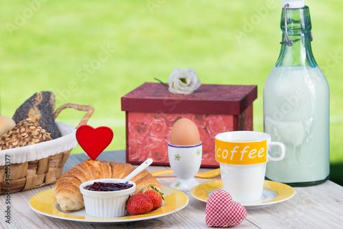 frühstück mit geschenk