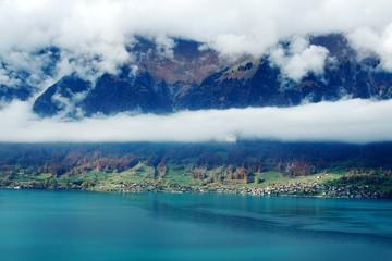 スイス 紅葉のブリエンツ湖