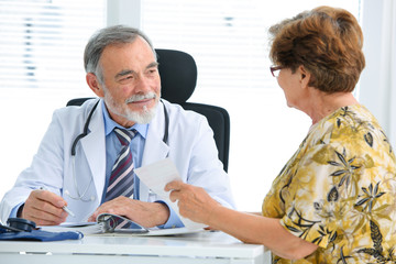 Patientin in der Arztpraxis