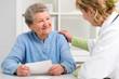 Leinwandbild Motiv Arzt und Patient