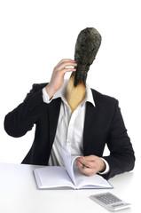 Geschäftsmann mit Streichholzkopf hat Burnout