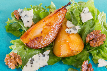Salad with caramelised pears,walnuts and blue cheese