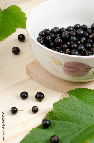 Black currants  in a bowl