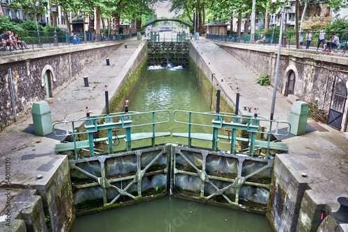 Leinwanddruck Bild Ecluse du temple, canal Saint-Martin, Paris