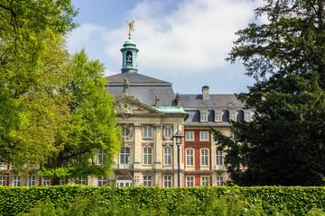 Sicht auf Rückseite vom Schloss Münster