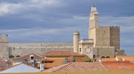 Eglise des Saintes Maries de la Mer, vue des arènes.