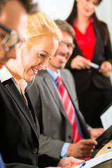 Team Business - Besprechung oder Meeting im Büro