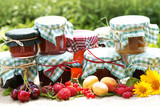 verschiedene selbstgemachte Marmelade mit Früchten, Copyspace - Fine Art prints